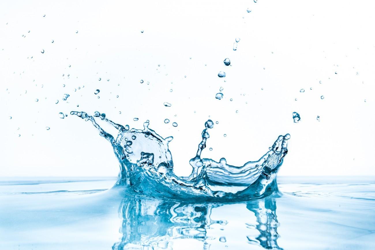 demineralisiertes wasser kaufen oder frisches selbst herstellendemi water maken. Black Bedroom Furniture Sets. Home Design Ideas